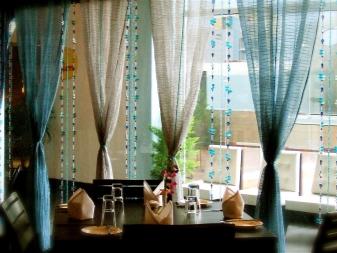 Зонирование комнаты шторами (49 фото): разделение на зоны с помощью штор, японские перегородки