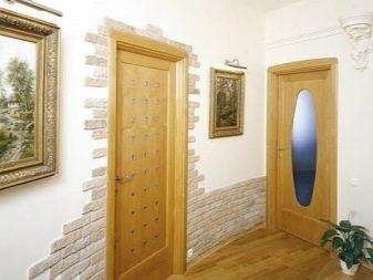 Ддизайн дверей с декором (38 фото): оформление и декорирование межкомнатных моделей в квартире, декупаж своими руками своими руками, отделка декоративным камнем