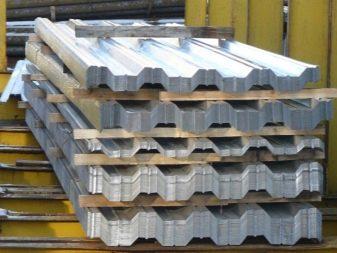 Заборы из профнастила (145 фото): конструкции из профлиста, профнастила, ограждения из металлопрофиля