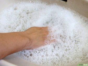 Чем отмыть руки от клея супер момент