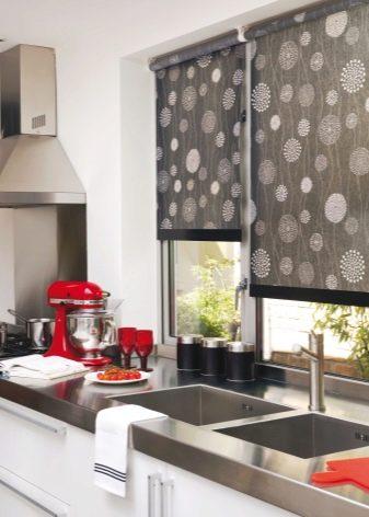 Готовые шторы для кухни (56 фото): модели кухонных занавесок, комплект - шторы и скатерть