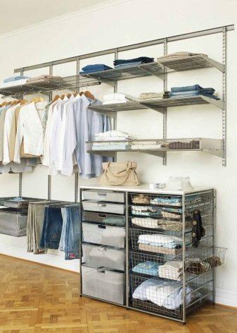 Полки для гардеробной 23 фото из чего сделать для обуви как расположить сетчатые металлические глубина и высота