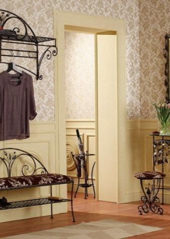 Кованые вешалки в прихожей (23 фото): настенные модели для одежды в коридор, стильные варианты из ковки