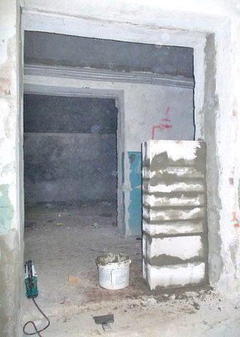 Сужение дверного проема как уменьшить ширину и высоту коробки межкомнатной двери гипсокартон и другие материалы для уменьшения