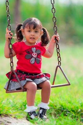 Как сделать детские качели своими руками?