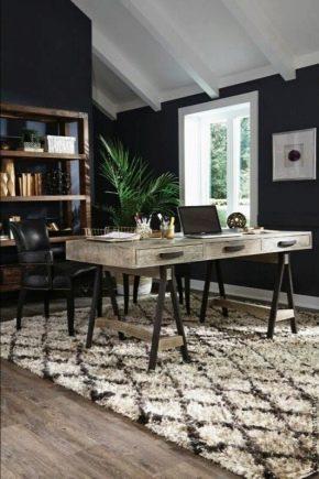 Письменный стол из массива дерева: особенности выбора