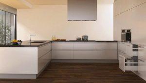 Что лучше на кухне: плитка или ламинат