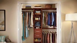 Делаем вместительную гардеробную из маленькой кладовки