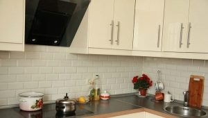 Как выложить плитку на фартук кухни