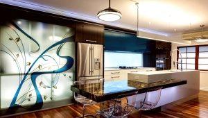 Современные полы на кухне и в коридоре
