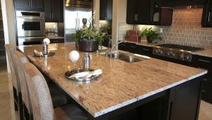 Стол из искусственного камня на кухню