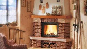 Угловой камин в деревянном доме