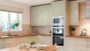 Высокий напольный шкаф для кухни