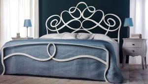 Белые кованые кровати