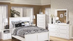 Белый комод в спальне
