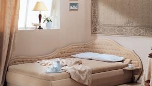 Угловые двуспальные кровати
