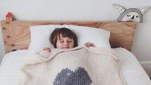 Вязаный детский плед