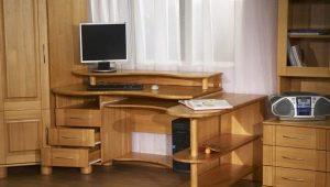 Компьютерные столы из дерева
