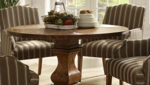 Круглые деревянные столы