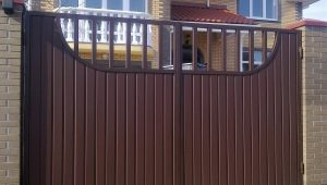 Распашные ворота: виды и варианты конструкций