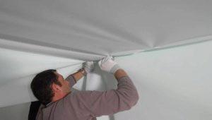 Как правильно заклеить натяжной потолок: выбор клея, особенности ремонта покрытия