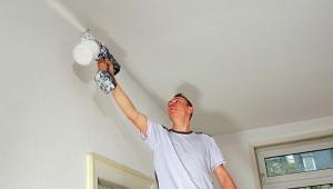 Тонкости побелки потолка