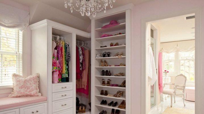 Угловая гардеробная в спальне