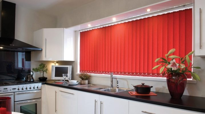 Вертикальные жалюзи на кухню