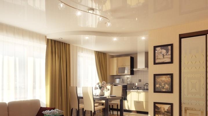 Потолок в кухне-гостиной