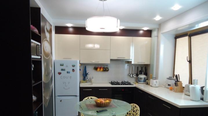 Дизайн кухни площадью 7 кв. м. с холодильником
