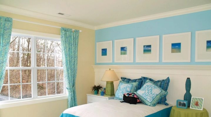 голубые и белые шторы