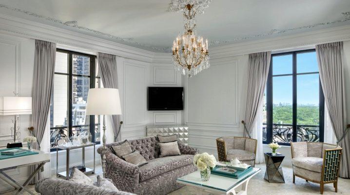 Дизайн интерьера гостиной с двумя окнами