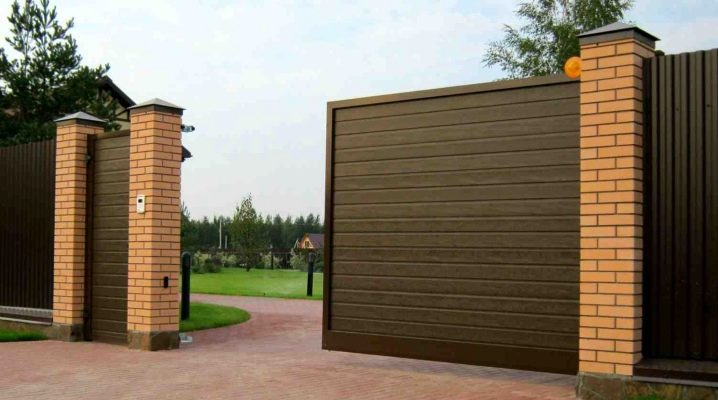 Откатные ворота (162 фото): раздвижные и сдвижные автоматические  конструкции, универсальные выдвижные изделия и механизм