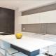 Шкафы до потолка на современной кухне