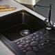 Черный смеситель для кухни