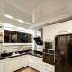 Какие натяжные потолки лучше для кухни: глянцевые или матовые