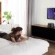 На какой высоте вешать телевизор в спальне?