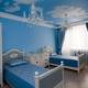 В чем плюс синих обоев в комнату?