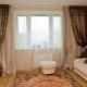 Как оформить окно в гостиной?