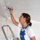 Как покрасить потолок водоэмульсионной краской после побелки?