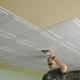 Как правильно приклеить потолочную плитку из пенопласта?
