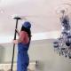 Чем и как можно отмыть потолки без разводов?