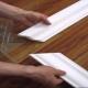 Плинтуса на потолок: как резать углы?