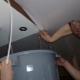 Слив воды с натяжного потолка: подробная инструкция