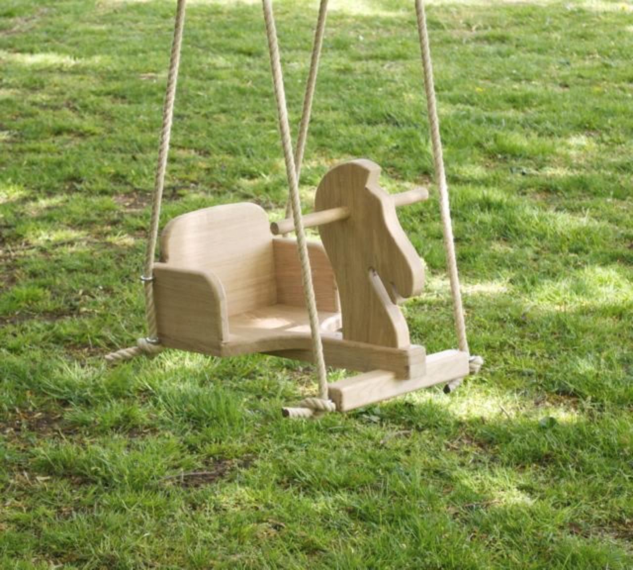 Детская качели из дерева
