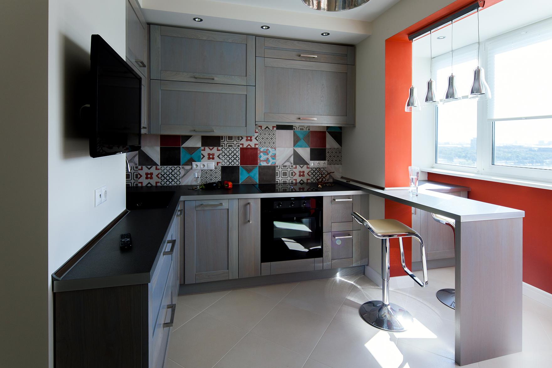 Как объединить маленькую кухню с балконом - фото.