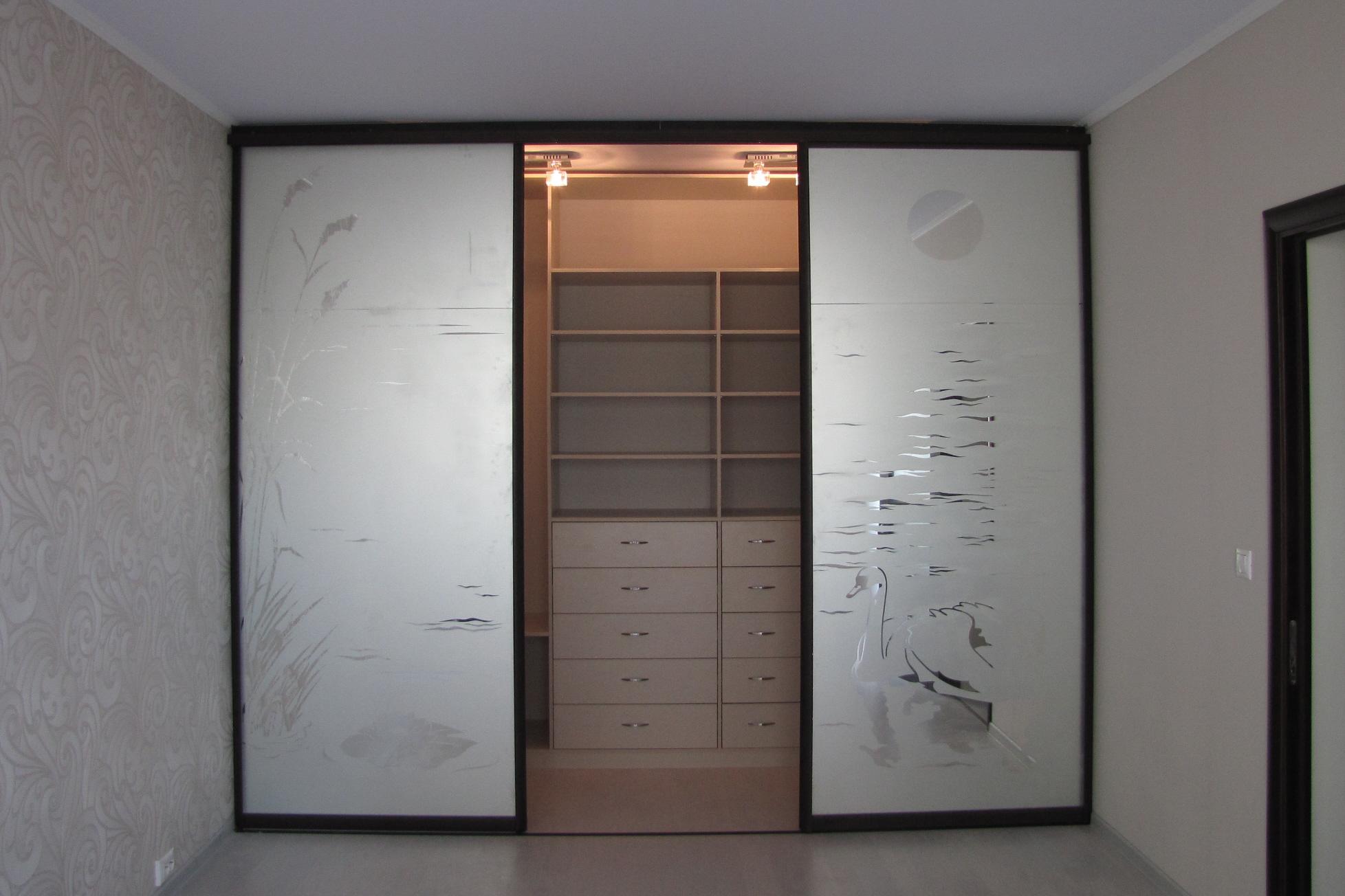 Как сделать гардеробную с дверями купе