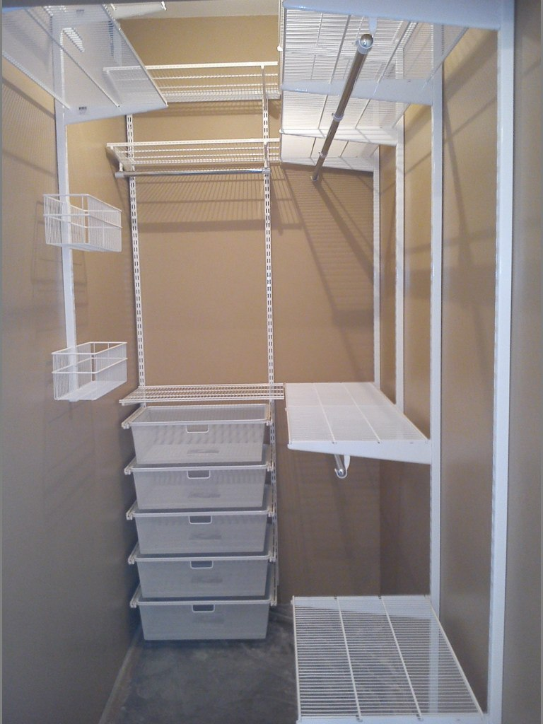 Гардеробные сетчатые системы: корзины и полки для хранения н.