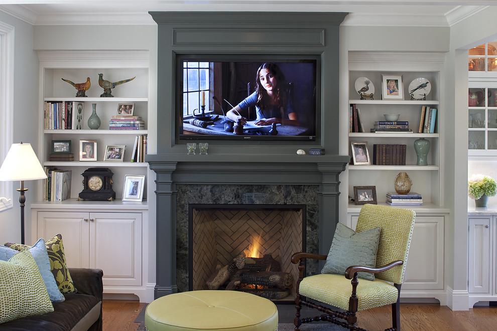 Дизайн гостиной с камином и телевизором в квартире