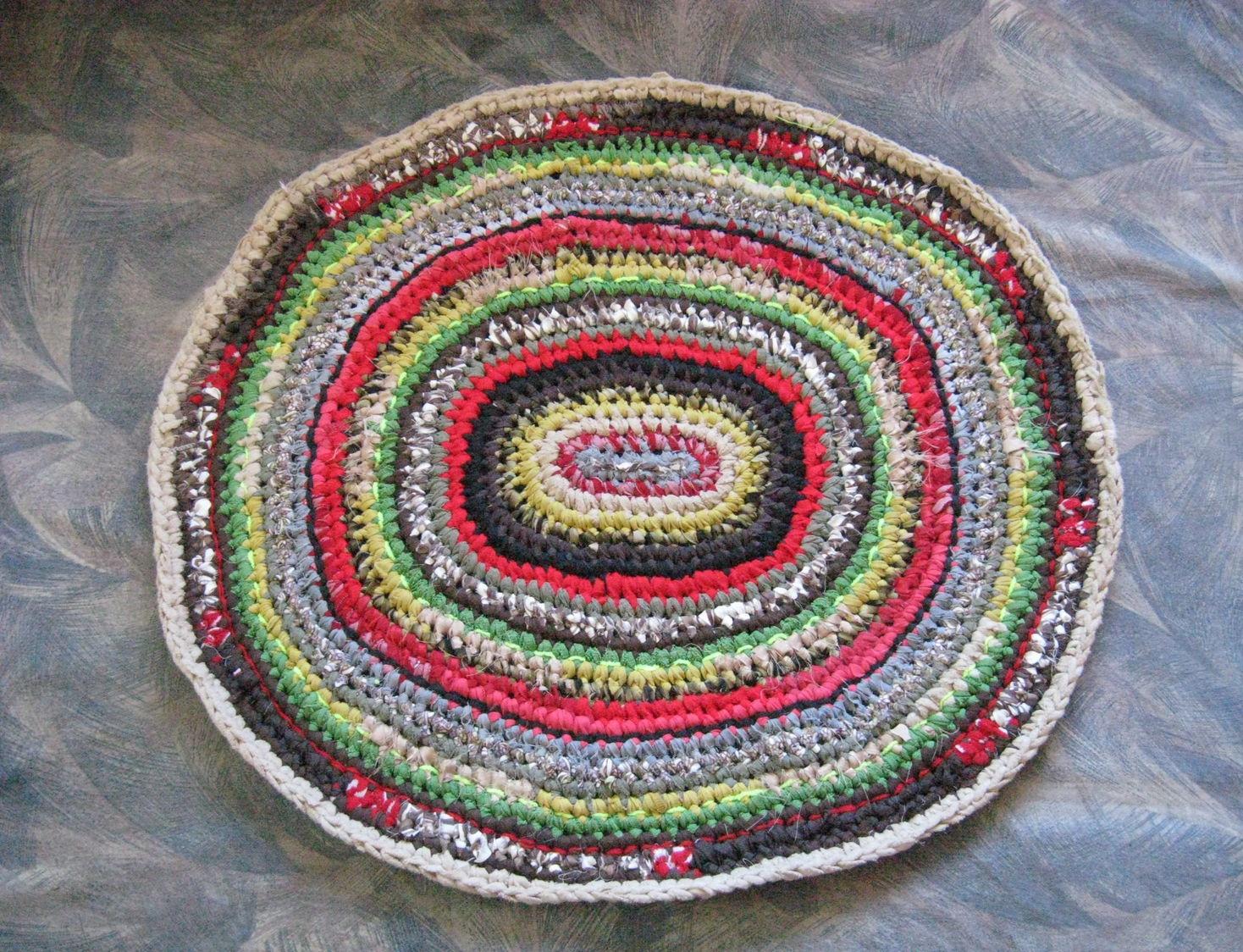 Вязаные коврики для пола крючком из старых вещей